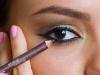 como-aumentar-ou-diminuir-os-olhos-com-maquiagem-10